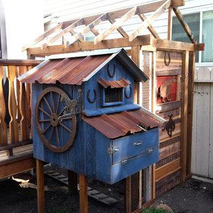 サクラメントのエクレクティックスタイルのおしゃれな物置小屋・庭小屋の写真