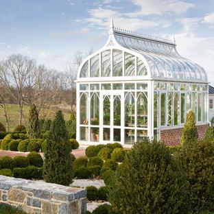 Idéer för att renovera en vintage garage och förråd, med växthus