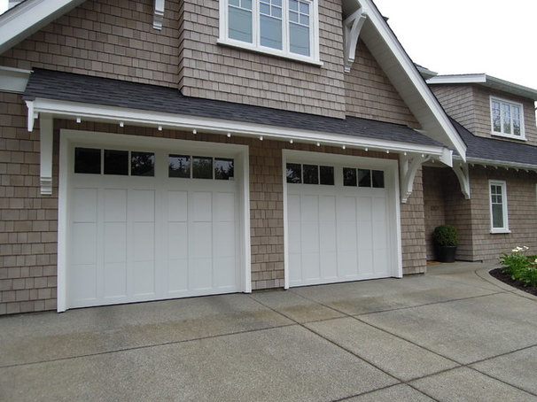 Craftsman Garage And Shed by Harbour Door Services Ltd.