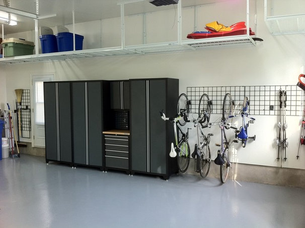 Contemporary Garage And Shed by Espace Garage Plus inc.