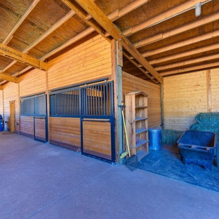 Design ideas for an expansive traditional detached barn in Sacramento.