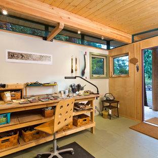 Mittelgroßes Rustikales Gartenhaus als Arbeitsplatz, Studio oder Werkraum in Seattle