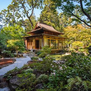 Aménagement d'un grand abri de jardin séparé asiatique.