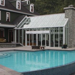 Inspiration för en stor funkis tillbyggd garage och förråd, med växthus