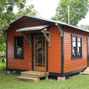 Design ideas for a small traditional detached guesthouse in Tampa.