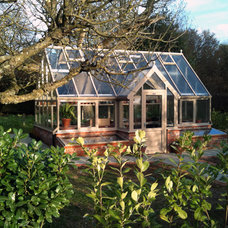 Contemporary Greenhouses by Hartley Botanic Inc.