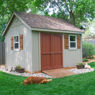 Design ideas for a mid-sized traditional detached garden shed in Minneapolis.