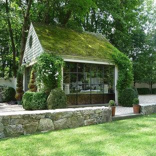 Idéer för mellanstora vintage fristående trädgårdsskjul