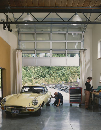 Industrial Garage And Shed by PLACE architect ltd.