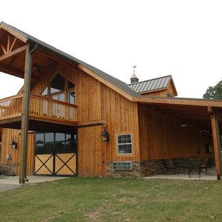 Expansive traditional detached barn in Nashville.