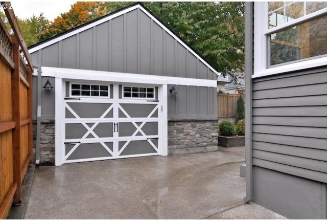 Traditional Garage And Shed by TTM Development Company