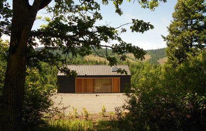 A Modern Tractor Shed Stakes Its Claim in the Landscape