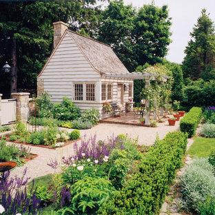 Foto på ett mellanstort fristående trädgårdsskjul