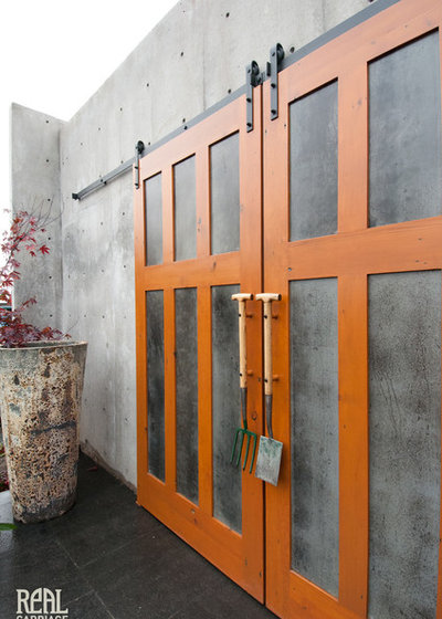 Trendy Skur by Real Carriage Door Company