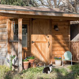 Example of a small mountain style shed design in Dallas