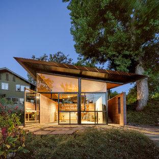 Réalisation d'un très grand abri de jardin séparé design avec un bureau, studio ou atelier.