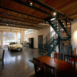 This is an example of a medium sized industrial office/studio/workshop in Seattle.