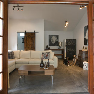 This is an example of a small urban detached office/studio/workshop in Los Angeles.