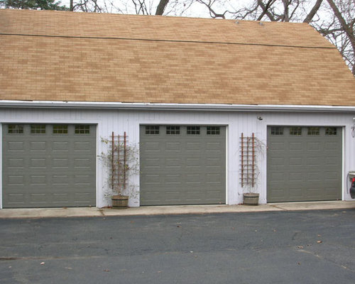 Ranch garage doors houzz for Ranch house garage doors