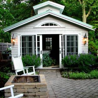 Idéer för att renovera en stor vintage fristående garage och förråd, med växthus