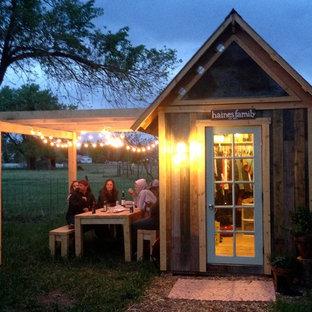Exemple d'un petit abri de jardin séparé craftsman avec un abri de jardin.
