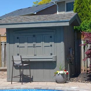 Réalisation d'un abri de jardin séparé craftsman de taille moyenne.