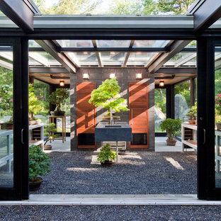 Esempio di un piccolo capanno da giardino o per gli attrezzi indipendente minimalista