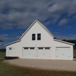 This is an example of a mid-sized country detached barn in Grand Rapids.