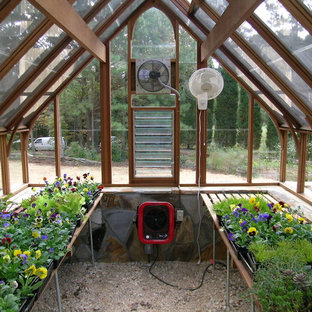 Mid-sized traditional detached greenhouse in Atlanta.