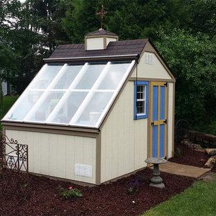 Inspiration för mellanstora moderna fristående trädgårdsskjul