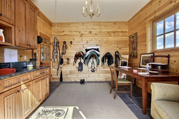 Traditional Shed by PBE Builders