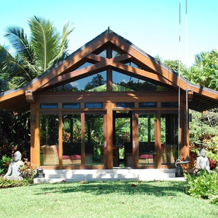 This is an example of a mid-sized tropical detached granny flat in Hawaii.