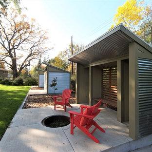 Cette image montre un abri de jardin vintage avec un abri de jardin.