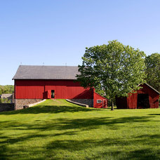 Farmhouse Garage And Shed by John Milner Architects, Inc.