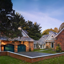 Traditional Garage And Shed by Studio Agoos Lovera