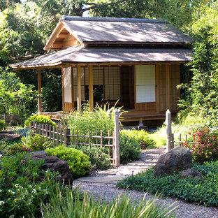 Inspiration pour un abri de jardin asiatique.