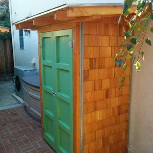 Design ideas for a mid-sized arts and crafts detached garden shed in San Francisco.