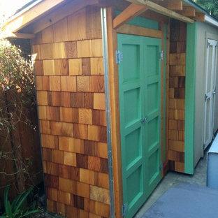 Esempio di un capanno da giardino o per gli attrezzi indipendente stile americano di medie dimensioni