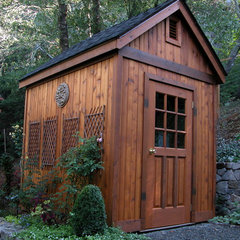 traditional garage and shed by Avant Garden