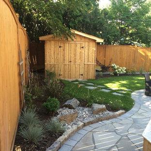 Idéer för ett litet klassiskt fristående trädgårdsskjul