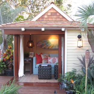 Photo of a tropical detached granny flat in Orange County.