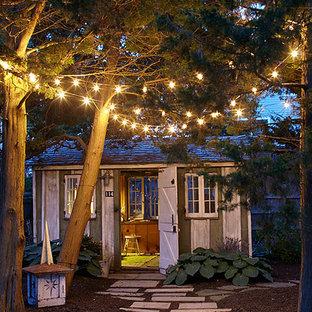 Idées déco pour un abri de jardin séparé bord de mer de taille moyenne avec un bureau, studio ou atelier.