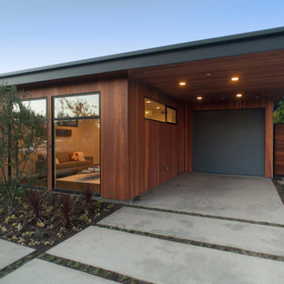 This is an example of a retro garden shed and building in Los Angeles.