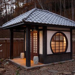 Exemple d'un petit abri de jardin séparé asiatique.