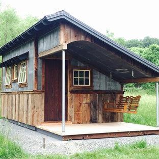 Rustik inredning av ett mellanstort fristående kontor, studio eller verkstad
