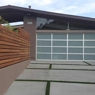 This is an example of a midcentury garden shed and building in San Diego.