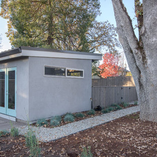 Photo of a mid-sized midcentury detached studio in Portland.