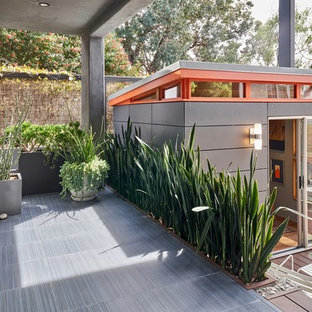 Inspiration for a small retro detached guesthouse in San Diego.