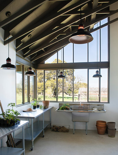 Industrial Shed by Jobe Corral Architects