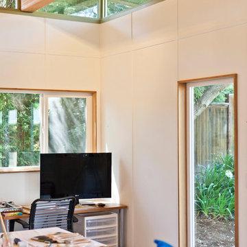 Modern-Shed Art Studio   Interior